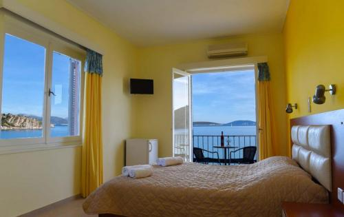 Double room with sea view and double bed 3